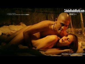 Macarena Achaga  nackt