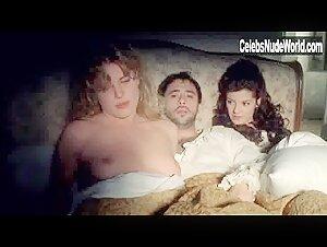 Azem nackt manon Naked Manon